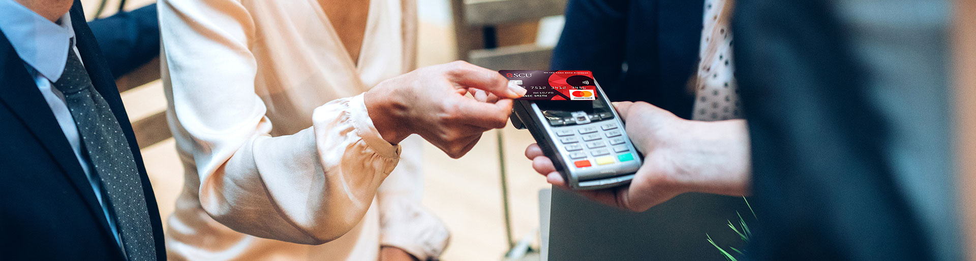 4 ways a credit card can help your business